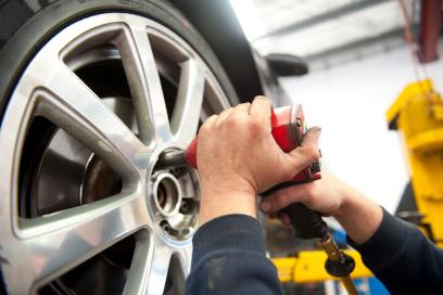 Remplacement d'un pneu - Remorquage Jolicoeur à Joliette